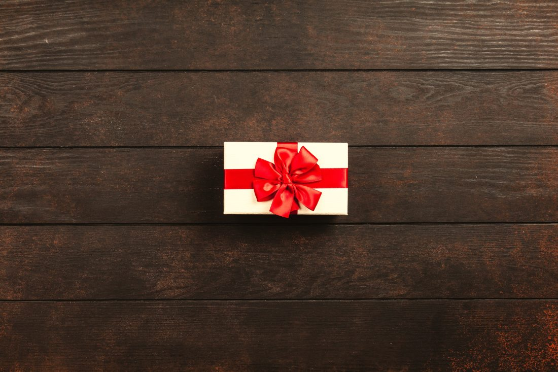 rectangular-white-and-red-gift-box-1303079